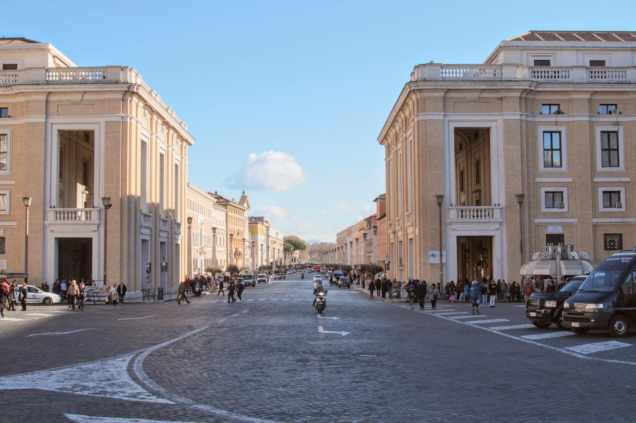 Via della Conciliazione, ο δρόμος που ενώνει την Πλατεία του Αγίου Πέτρου με το Κάστρο Sant'Angelo (Φωτογραφία Νίκος Πράσσος)
